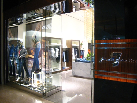 Forum Shops Store Opening 014